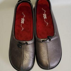 Sas ladies silver 8.5 wide shoes